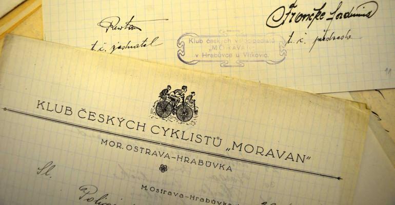 Hlavičkový papír a otisk razítka Klubu českých velocipedistů (cyklistů) Moravan, 1925. Foto: Archiv Vítkovice, a. s.