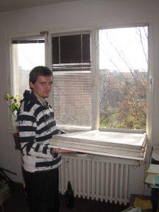 Umývání ventilačkového okna bylo značně nepohodlné
