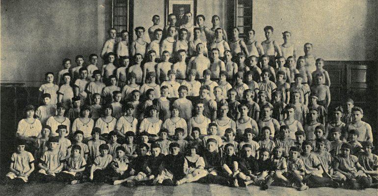Cvičenci Sokola v Hrabůvce v roce 1928.