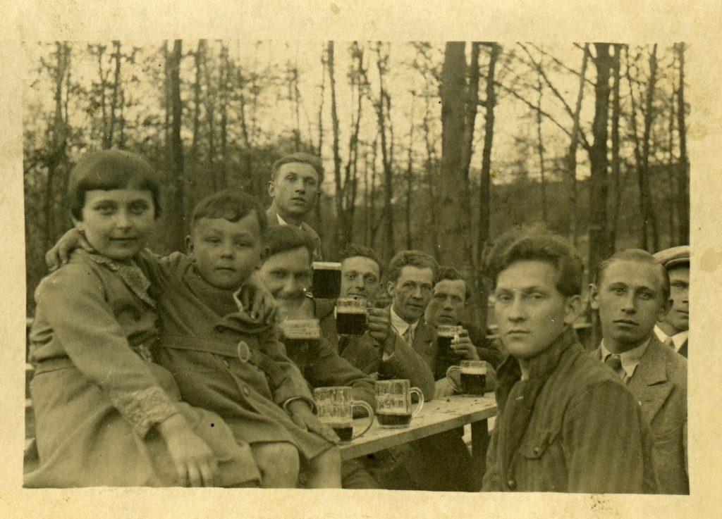 Návštěva restaurace v Korýtku, 1932.